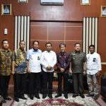 Kunjungan kepala Divisi Imigrasi Kemenkumham Kanwil Sulsel dan kepala kantor Imigrasi kelas I TPI Makassar serta beberapa pejabat dari Kemenkumham Kanwil Sulsel ke Bupati Takalar H Syamsari (Foto: Jaya/zonatimes.com)