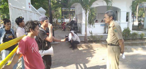 APMI sampaikan aspirasi di depan Kantor Bupati Takalar (Foto: Jaya/zonatimes.com)