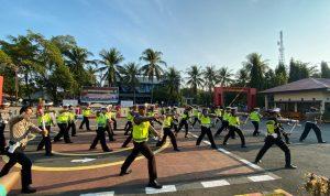 Satlantas Polres Takalar latihan drill tongkat Polri untuk hadapi serangan (Foto: Jaya/zonatimes.com)