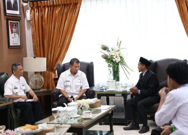 Laznas BMH Sulsel temui Iqbal Suhaeb di Rumah Jabatan Walkot Makassar, Rabu, 30 Oktober 2019 (Foto: Humas/zonatimes.com)