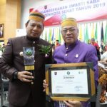 Iqbal Suheab terima penghargaan Swasti Saba Wistara dari Kemendagri (Foto:Humas/zonatimes.com)