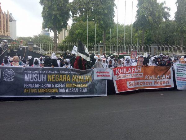 Massa aksi Aliansi Umat Islam Sulsel (Foto: Bambang/zonatimes.com)