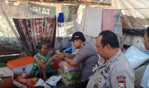 Kapolsek Pallangga kunjungi Nenek Basse (Foto:ist/zonatimes.com)