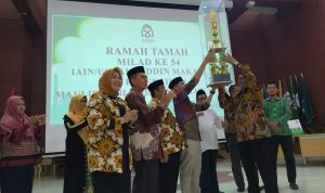 Penerimaan piala rektor UIN Alauddin Makassar (Foto: Ist/zonatimes.com)