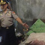 Foto: Polisi di TKP kamar korban ditusuk oleh muridnya (Foto:Fb Rusmini/zonatimes.com)